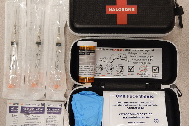Naloxone_kit