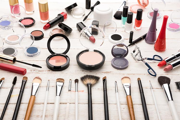 ExcellentCarePharmacy_Arnprior_Ontario_Drive_Thru_makeup_items